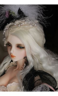 Judith Girl Doll - Bitter Biscuit ; Zinna