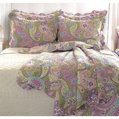 Paisley cotton quilt set.  Product: Twin: 1 Quilt and 1 standard sham Full/Queen: 1 Quilt and 2 standard shams