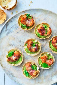Recept Tortillacups met scampi's, spek en guacamole Appetizer Sandwiches, Mini Appetizers, Healthy Slow Cooker, Small Meals, Appetisers, Fresco, I Love Food, Food Inspiration, Foodies