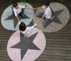 Alfombras reversibles http://www.mamidecora.com/alfombras-Lorena%20Canals-estrellas.html