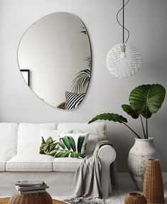 Idealnie białe lustro Cloud nie tylko do Zara Home, Beautiful Interiors, Bauhaus, Interior Inspiration, Simple Designs, Oversized Mirror, Shapes, Pillows, Interior Design