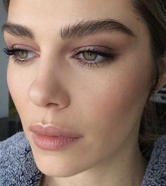 Natural Makeup Beautiful eyebrows and neutral makeup - You only need to know some tricks to achieve a perfect image in a short time. Makeup Trends, Makeup Inspo, Makeup Inspiration, Makeup Ideas, Makeup Tips, Makeup Tutorials, Inspiration Boards, Style Inspiration, Beauty Make-up
