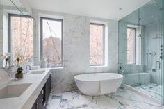 A NYC Townhouse Designed for Art Collectors - Design Milk Modern Townhouse, Townhouse Designs, Bad Inspiration, Bathroom Inspiration, Interior Exterior, Interior Architecture, Entspannendes Bad, Diy Bathroom Decor, Bathroom Ideas