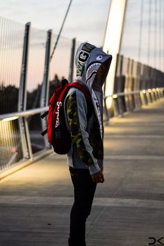 Bape Shark and Supreme. Bape Outfits, Outfits Hombre, Fashion Moda, Urban Fashion, Mens Fashion, Streetwear Brands, Streetwear Fashion, Men Street, Street Wear