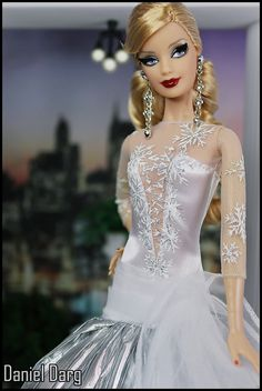 Holiday Barbie 2008 | Flickr - Photo Sharing! Barbie is a registered trademark of Mattel, Inc.