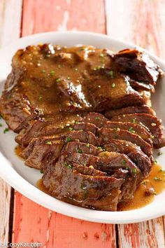 The absolute best to die for pot roast recipe ever! Simple to make in a crockpot slow cooker or Instant Pot. Get the easy recipe and watch the video. Roast Beef Recipes, Meat Recipes, Cooking Recipes, Instapot Roast Beef, Pressure Cooker Roast Beef, Crockpot Recipes, Cooking Tips, Carne Asada, Instant Pot Dinner Recipes