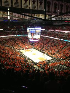 Home to the Chicago Bulls and Chicago Blackhawks, United Center is the country's largest arena and can seat up to 23,500 concert attendees.