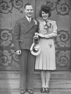 My 40s feature on Cwtch the Bride... Tips for planning an authentic vintage wedding - 1940s