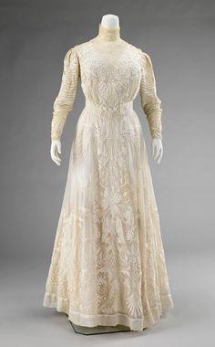 Object Name Dress Date 1900–1903 Culture American Medium cotton, silk Dimensions Length at CB: 60 in. (152.4 cm)