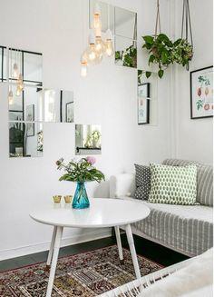 Un espacio pequeño, un piso de alquiler, una segunda residencia y algunas circunstancias más se dan en el caso de amueblar un salón peque...