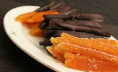 Candied orange peel, some dipped in chocolate. Now I need the orange tree to hurry up so I can make these for everyone I know! Greek Sweets, Greek Desserts, Greek Recipes, Fun Desserts, Fruit Dessert, Greek Cake, Food Network Recipes, Cooking Recipes, Dairy Free Keto Recipes