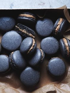 Black sesame macarons // The Tart Tart