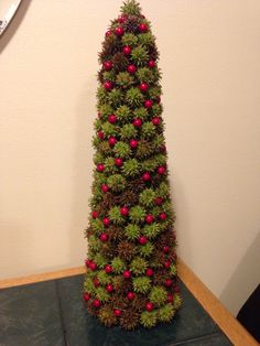 Crafts with Sweet Gum Balls - Bing images Pine Cone Christmas Tree, Christmas Tree Themes, Noel Christmas, Christmas Projects, Handmade Christmas, Holiday Crafts, Holiday Fun, Xmas, Woodland Christmas