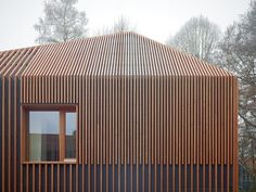 House 11×11 by Titus Bernhard Architekten  There are no horizontal crossbeams to interrupt the vertically striped wooden batons that clad this house.