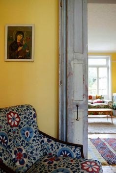 Yellow house on the beach - Film location - Victorian house in Hackney - #InteriorDesign.