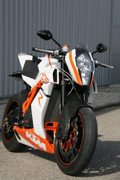 "Ktm RC8 R ""Naked"" by Lazareth"