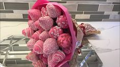 I simply love this Edible Bouquet, This DIY edible bouquet is made of bright pink Chocolate dipped strawberries is absolutely delicious! Chocolate Covered Treats, Chocolate Dipped Strawberries, Pink Chocolate, Valentine Chocolate, Chocolate Bouquet, Food Bouquet, Candy Bouquet, Orchid Bouquet, Peonies Bouquet