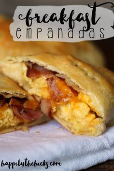 These breakfast empanadas are easy to make and full of some of your favorite breakfast foods- eggs, bacon and cheese! | read more at http://happilythehicks.com