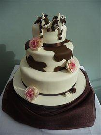 Cow theme wedding cake Scroll Wedding Cake, Wedding Cake Images, Square Wedding Cakes, Purple Wedding Cakes, Themed Wedding Cakes, Wedding Cakes With Cupcakes, Wedding Cake Designs, Themed Cakes, Wedding Cake Toppers
