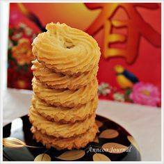 Danish butter cookies recipe singapore - Cookie like recipes Delicious Cake Recipes, Yummy Cakes, Sweet Recipes, Easy Recipes, Danish Butter Cookies, Butter Cookies Recipe, Baking Recipes, Cookie Recipes, Spritz Cookies
