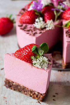 vegan oilfree strawberry cheesecake a slice