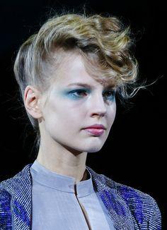 défilé Giorgio Armani printemps-été 2014, Fashion Week Milan http://www.vogue.fr/beaute/en-coulisses/diaporama/en-backstage-du-defile-giorgio-armani-printemps-ete-2014-fashion-week-de-milan/15371/image/847957#!4