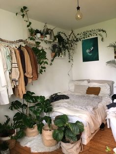 Cute Room Decor, Study Room Decor, Indie Room, Room Ideas Bedroom, Bedroom Inspo, Dorm Room Themes, Bohemian Bedroom Design, Bedroom Themes, Pretty Room