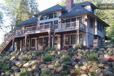 lakefront home in Maine