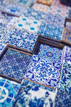 1 Week in Portugal With Air Transat - To Vogue or Bust Where to get tile. - 1 Week in Portugal With Air Transat – To Vogue or Bust Where to get tiles Lisbon - Tile Art, Mosaic Tiles, Painting Tiles, Pool Tiles, Cement Tiles, Mosaic Art, Love Blue, Blue And White, Air Transat