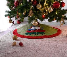 Pie de árbol navideño verde y rojo 90cm Forma Circular, Tree Skirts, Christmas Tree, Holiday Decor, Base, Natural, Home Decor, Ideas, Christmas 2016