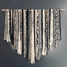 Wonderful Images Macrame Wall Hanging bedroom Tips Macrame has returned in mode! When your type is usually perhaps a bit boho, a macrame wall hanging i Macrame Wall Hanging Diy, Tapestry Wall Hanging, Wall Hangings, Yarn Wall Art, Boho Dekor, Bohemian Wall Decor, Contemporary Home Decor, Diy Home Decor, Room Decor