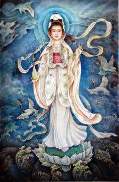 Déesse de la miséricorde et protectrice des enfants, elle revêt plusieurs formes différentes, tantôt masculine, tantôt féminine. Elle est souvent dépeinte comme une femme habillée de blanc, debout sur un lotus et tenant un enfant en bas âge car elle aidait les femmes à avoir des enfants. Mais souvent elle est représentée sous les traits d'un bodhisattva à mille bras et mille yeux.