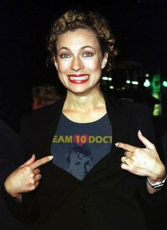 Yyyeeeessss! Team 10 Doctor!! I need this shirt.