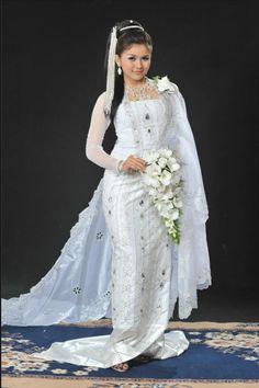 Traditional burmese wedding dress