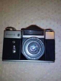 70 zł: sprzedam aparat fotograficzny ZENIT-E industar-50-2 3,5/50 - lustrzanka. Aparat wraz z oryginalnym futerałem jest w stanie BARDZO DOBRYM-100% sprawny. Minimalne ślady użytkowania. gorąco polecam. janu...