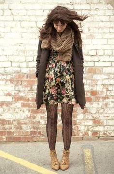 I love the vintage style here mixed with just a little boho. Perfect and easy to wear daywear.