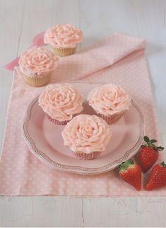 Postreadicción galletas decoradas, cupcakes y pops: Cupcakes de fresa y champán |  #champán #cupcakes #decoradas #fresa #galletas #pops: #Postreadicción