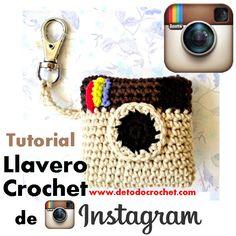DIY Un porte-clés Instagram au crochet, tuto et vidéo. (llavero instagram tejido a crochet) (http://www.detodocrochet.com/2016/07/llavero-de-instagram-crochet-tutorial.html)