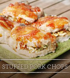We♺FabPins!ツ≡≡≡►YUM! Stuffed Pork Chops - a simple Summer dinner! Great Recipes, Dinner Recipes, Favorite Recipes, Dinner Ideas, Pork Recipes, Cooking Recipes, Good Food, Yummy Food, Stuffed Pork