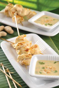 Brochetas de pollo con salsa de cacahuate