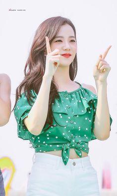 Kpop Girl Groups, Korean Girl Groups, Kpop Girls, Blackpink Jisoo, Black Pink Kpop, Blackpink Photos, Blackpink Fashion, Jennie Blackpink, Yg Entertainment