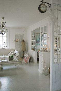 There's something about it,the glass room divider/glass pane /(high tide-low tide)hung in living room All White Room, White Rooms, Shabby Chic Interiors, Shabby Chic Decor, White Interiors, Glass Room Divider, Living Spaces, Living Room, Viria