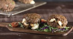 Mushroom and Cheese Stuffed Burgers by Greek chef Akis Petretzikis. Delicious, aromatic baked ground beef burgers stuffed with sauteed mushrooms and cheese! Beef Burgers, Salmon Burgers, Greek Recipes, Light Recipes, Good Food, Yummy Food, Meat Lovers, Burger Recipes, Stuffed Mushrooms