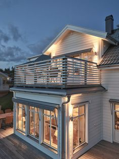 House Roof, My House, Dutch Colonial Exterior, Second Story Deck, Home Fashion, Apartment Design, House Ideas, Villa, Cabin