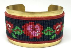 BE CAREFULL HOLIDAYS: ALL ORDERS FROM July 02 to July 24 will be shipped on july 25     Bead loom wide cuff bracelet- Boho chic flower pattern- Red and black Lomm beaded bracelet - handmade - woman gift Consisting of a beautiful cuff beadwork miyuki mounted on a ring in raw brass. (nickel free, lead free, cadmium). This bracelet will bring a trendy touch to any outfit.  A beautiful gift idea or just for fun.  Realization / composition:  The realization of the bracelet is around 2 hours w...