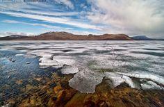 Jää sulaa Kilpisjärvellä - Lappi Kilpisjärvi kevät järvi jää sulaa maisema kesäkuu tunturi