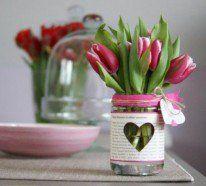 Tischdeko mit Tulpen ist ein großartiges Thema in der Innengestaltung. Man kann anhand dessen erkennen, wie viel Abwechslung in einem einzigen Detail steckt