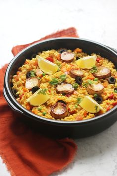 Vegan Chorizo, Vegan Fish, Seafood Paella, Paella Recipe, Spanish Dishes, Midweek Meals, Fish Sauce, Plant Based Diet, Scallops
