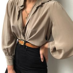 This look has sold but we are sourcing more blouses ❤️ see what we have - Women's fashion interests Look Fashion, Fashion Outfits, Womens Fashion, Fashion Clothes, Fashion Ideas, Easy Style, Dress Drawing, Look Vintage, Casual Tops For Women