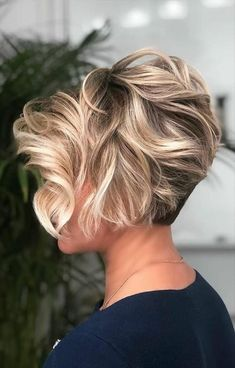Wavy Long Pixie With Blonde Highlights ❤ If you are in search for nice short haircuts, which can highlight your look, we have the best selection of 65 hottest haircuts for women. Short Relaxed Hairstyles, Short Pixie Haircuts, Layered Hairstyles, Hairstyles 2016, Latest Hairstyles, Casual Hairstyles, Braided Hairstyles, Celebrity Hairstyles, Short Pixie Bob
